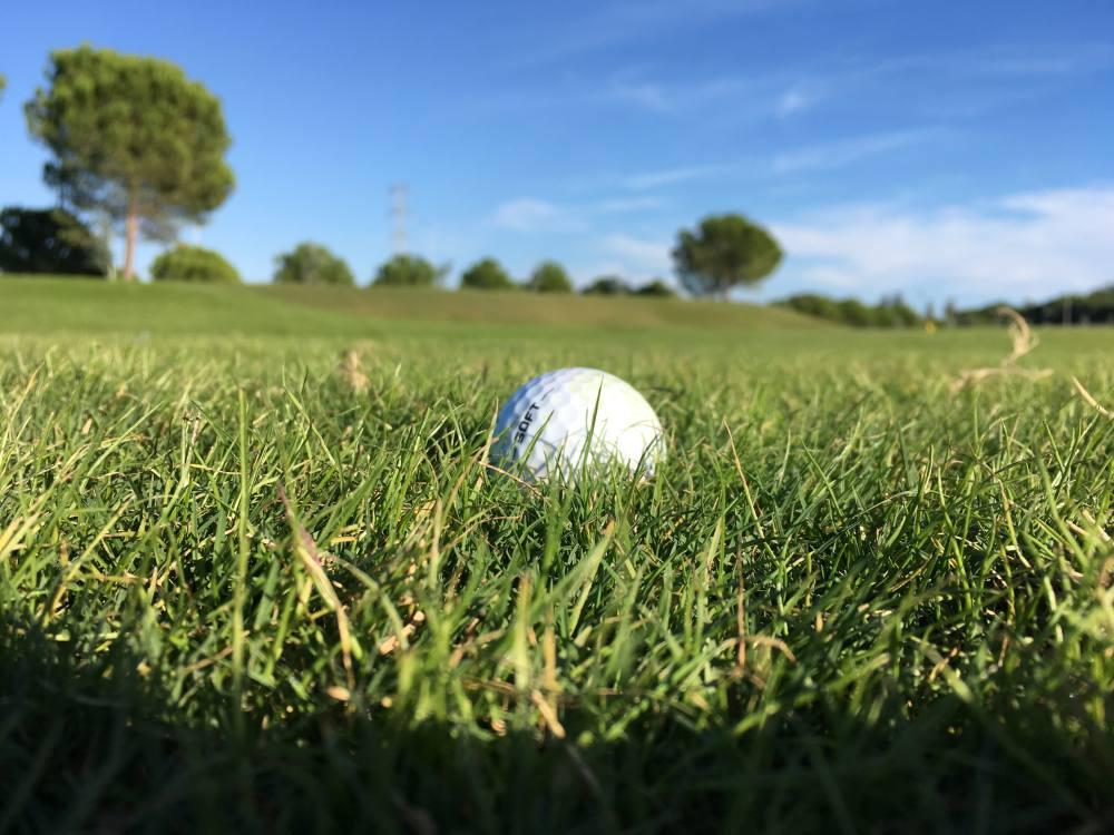 prepare for golf tournament
